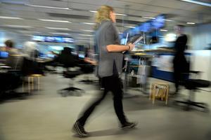 Kvinnor arbetar gratis mellan kl 16:02 och 17.00, skriver Cecilia Wikström.