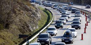 Insändarskribenter uppmanar bilister att ta större hänsyn genom att lätta på gasen och inte ligga för nära framförvarande bil. Foto: Fredrik Persson / SCANPIX