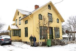 I dag går landsvägen inte längre förbi knuten på Sten Norell och Rigmor Nilsson hus. Det gjorde den på den tiden när det var lanthandel i huset.