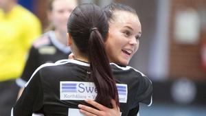 Säsongen 2015/2016 spelade Hanna Garman i IBK Köping. Här tillsammans med nygamla lagkamraten i Rönnby, Angelica Nordfeldt.