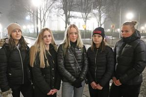 Hur blir det med luciakonserten? undrar tjejerna i årets Lions-luciatåg i Nora.