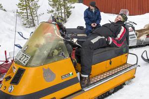 Simon Bergström vilar sig innan avfärden mot Falkboet.