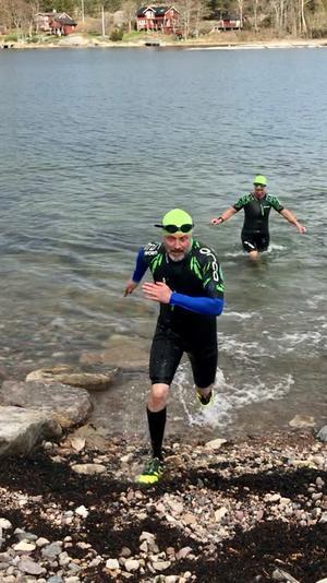 Joachim Wolff på ett swimrun-träningspass. Foto: Privat