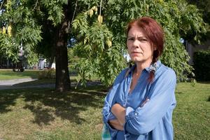 Louise Odö, som bor på Blidö, är kritisk till kommunens agerande. - Eleverna kan inte sitta och åka in till Norrtälje för att ha lektion i tjugo minuter.