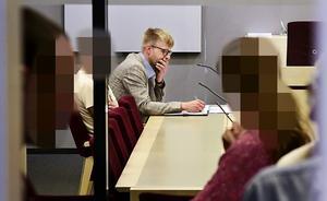 Mannen har häktats vid Jönköpings tingsrätt, misstänkt för grovt vapenbrott och förberedelse till grovt rån.