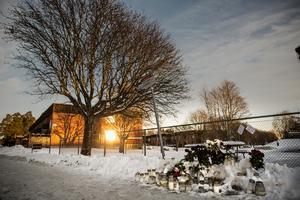 Mordplatsen fylldes med blommor i Kvarnsveden.