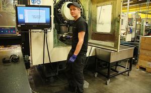 Kevin Nordberg från Idre gick svetsprogrammet på gymnasiet och gillar att arbeta med händerna. Jobbet på Mattsson Metal har han haft i cirka 1,5 år.