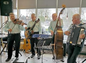 Lars-Håkan Eriksson, Jan Johansson, Hans-Erik Hansson och Tor Wikén, bjöd på en härlig musikblandning. Foto Britt Wikman