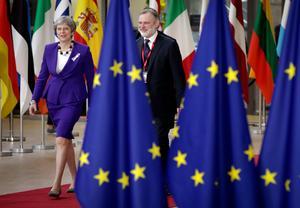 Storbritanniens premiärminister Theresa May anländer till EU-toppmötet i Bryssel den 22 mars. Britternas beslut att lämna unionen slår upp ett stort hål i EU-budget.Foto: Olivier Matthys (AP)