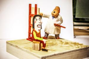 15 konstnärer från Härke Konstcentrums  ateljéer firar 25 år sedan föreningen bildades med en utställning i Ahlbergshallen. Anders Sunesons bidrag är tre små skulpturscener.