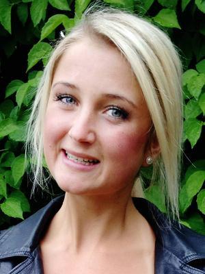 Emma Bivstedt på företaget XC-skidor håller kurser i rullskidåkning.