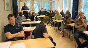 Under fredagskvällen samlade polisen alla sinblandade i Strömmingsleken för att dra upp riktlinjerna för hur ordningen och fyllan ska stävjas.