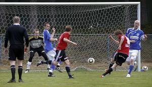 Stugsund fick en flygande start i hälsingefyran då laget besegrade Delsbo med 2–0.