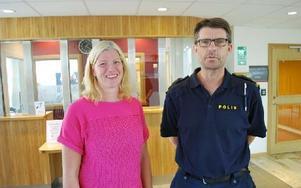 Kommunens kommunikationschef Maria Bond och polisinspektör Jan Blomqvist ser framemot en ombyggnad av receptionen. Foto: Annki Hällberg