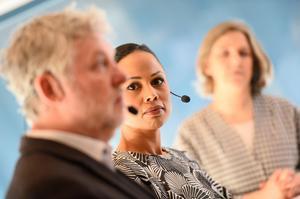Bostadsminister Peter Eriksson (MP), kulturminister Alice Bah Kuhnke och miljöminister Karolina Skog presenterade regeringens nya proposition för gestaltad livsmiljö i februari. Arkivbild.