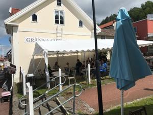 Gästerna får i år sitta under tält-tak när de besöker Gränna Choklad och Kafé. Bild: Gränna Choklad och Kafé.