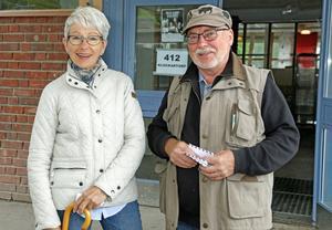 Lars och Gunnel Ivarsson efter att de röstat i EU-valet i sin vallokal på Storängsskolan.