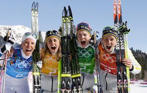 Superskrällen. Anna Haag hade inte sin bästa dag i skidspåren, men slet på och bidrog ändå till det svenska stafettguldet i OS för fyra år sedan. I laget ingick även Charlotte Kalla, Emma Wikén och Ida Ingemarsdotter. Foto: Kirsty Wigglesworth/AP Photo/TT