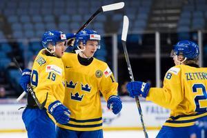 Alexander Nylander och Elias Pettersson gjorde två av de svenska målen i segern över Tjeckien. Bild: Joel Marklund/Bildbyrån