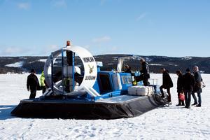 På onsdagen var det bland annat ett sällskap från Regeringskansliet som reste med Humlan till Ulvön.