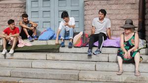 Asylkommittén och krisgruppen ville under presskonferensen visa på att många flyktingungdomar återigen kommer bli hemlösa till hösten.