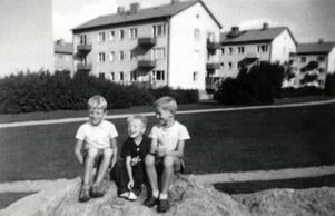 Hans och Leif då. Här ses de i Tegnérlunden ihop med bästa kompisen Janne. En vänskap som är stark än idag. Foto: Privat