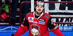 Emil Molin byter klubb, och får dra av sig Malmö-tröjan, när han flyttar hem till Gävle för spel med Brynäs. Bild: Christian Örnberg/Bildbyrån.