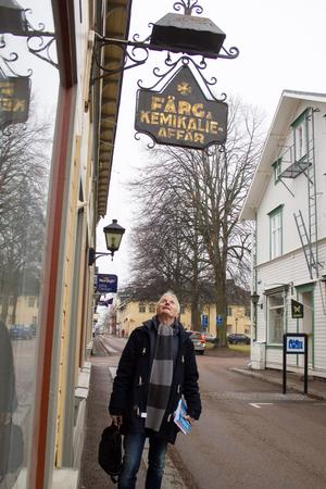 """Stora delar av det """"gamla Säter"""", med byggnader och skyltar är bevarade. """"Det hedrar dem"""", säger Hans."""