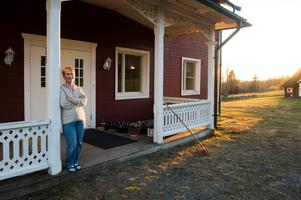 Doris Pettersson växte upp ett par mil väster om Sösjö, men de senaste 51 åren har hon bott i den idylliska villan i byn utanför Bräcke.