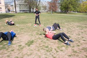 Aktiva muskler i en situps är höftböjarna och sätesmusklerna