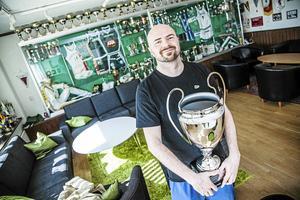 Vedran Bosnic fick lyfta SM-bucklan fem gånger som tränare för Södertälje Kings. Foto: LT