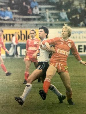 Paul Fishenden lånades in från Wimbledon och gjorde 11 mål 1984 när ÖSK åkte ut i kval till allsvenskan mot Mjällby.