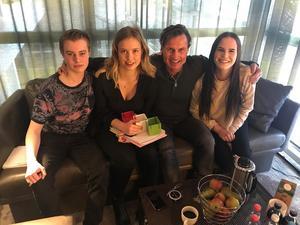 Petter Karlsson, Vera Wallin, Petter Stordalen och Julia Berglund träffades på ett hotell i Stockholm.