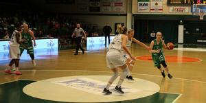 Klara Lundquist hällde i 32 poäng mot Umeå.