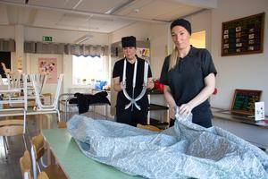 Andrea Åkesson och Nina Jensen har bland annat infört chefs table på fredagar där barnen får turas om att sitta och äta tillsammans med kockarna vid ett vackert dukat bord.