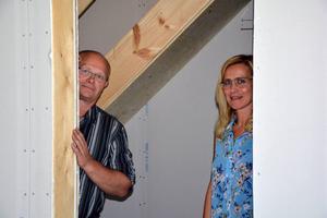 Roger Fjeldseth och Marina Viström hoppas att Framtidens hus ska vara klart om ungefär ett år.