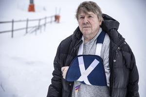 Bengt Ärnfast har älskat skidåkning i hela sitt liv, numera står han på skidor varannan vecka under vinterhalvåret. Han har bostad och jobb i Stockholm, fritidsboende i Tegefjäll. Det måste finnas plats för alla i en skidbacke, menar han. Nybörjaren, barnfamiljen och de som vill köra fort: