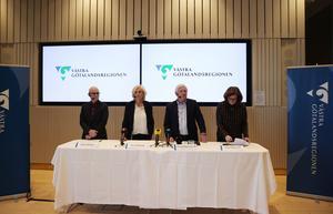 Thomas Wahlberg, Smittskydd Västra Götaland, hälso- och sjukvårdsdirektör Ann Söderström, Johnny Magnusson (M), ordförande regionstyrelsen, och Helén Eliasson (S), vice ordförande regionstyrelsen, under fredagens pressträff med Västra Götalandsregionen.