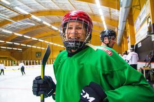 Ingrid Larsson har spelat med rekreationslaget i Alfta sedan förra året och ångrar inte en sekund att hon började spela ishockey igen.