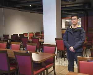 Liu Jie i den nya restauranglokalen som står klar att öppna i Vezzos gamla lokaler på Storgatan i Sundsvall.