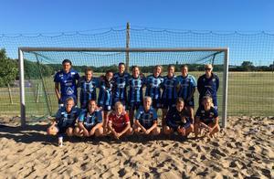 Lördag 14 juli ska Djurgårdens damlag ner och spela beachsoccer SM i Kalmar. Foto: Privat