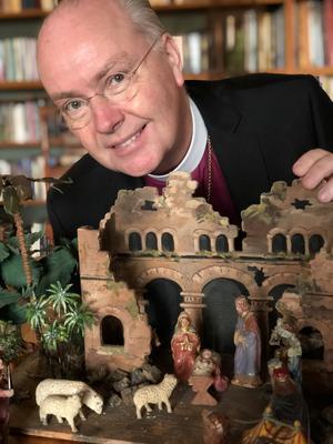 - En bebis i ett stall. Vi är vana men för 2 000 år sedan var det här en helt osannolik bild av frälsaren, sprängstoff, säger biskopen i Strängnäs stift, Johan Dalman.