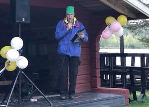 Invigningstalaren Lennart Skoog, ledamot  och drivande kraft i Stugubygdens framtid Foto: Ingela Adebåge Frimert