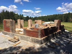 Våren 2017 flyttades huset till Torphyttan i Lindesberg och  arbetet med att bygga upp huset igen påbörjades.