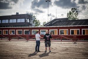 Patrik Hedenström (festivalchef) och Roger Ståhl (sitechef) står framför den nya