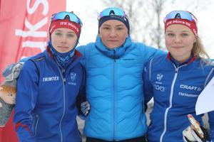 Prispallen i sprintloppet: Malin Oskarsson, Mora, Elin Näslund, Vårby och Lina Rydén, Mora.