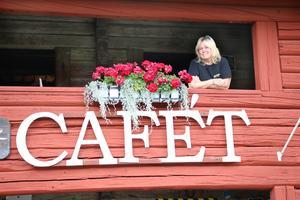 Balkonghäng på Loftcafét i Kopparberg. Anna-Lena Danielsson förverkligade sin dröm om ett kafé för några år sedan. – Det kändes så rätt.