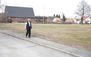 Efter mötet med Smedjebackens kommunalråd tog sig Gösta Sundberg en närmare titt på de byggklara tomterna i Smedjebacken.