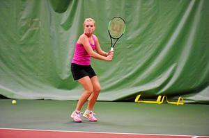 Tilde Strömquist, under en träning med Sundsvalls Tennisklubb.