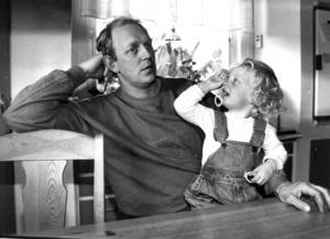 Staffan Moberg, med 2-åriga Emilie i knät, flyttade till Laxsjö 1990.